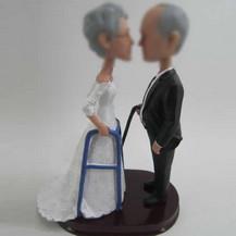 Bobbleheads custom of wedding cake