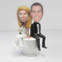 customzed bobblehead of wedding cake
