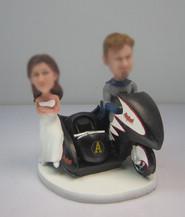 Bobbleheads custom Batman wedding cake