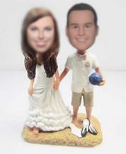 Bobbleheads custom beach wedding cake